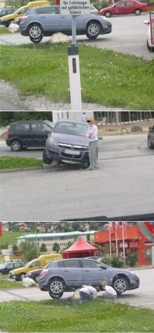 Eine Frau hat ein Auto auf einem Stein geparkt.