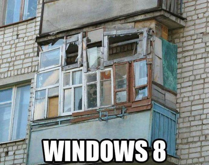 """Ein Balkon ist mit Fenster zugenagelt. Dazu der Text """"Windows 8""""."""