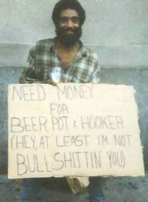 "Ein Bettler mit einem Schild ""Need money for beer ... at least I'm not bullshiting you"""