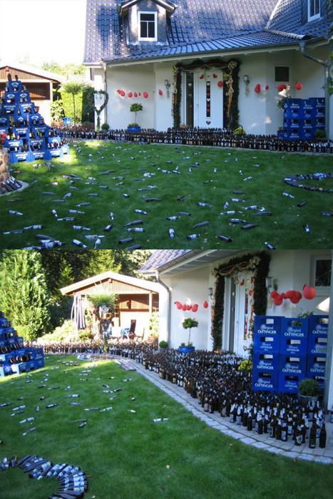 Ein Garten, der über und über mit leeren Oettinger Bierflaschen und Bierkästen übersäht ist.