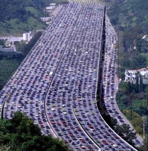 Ein gigantischer Stau auf einem US-Highway.