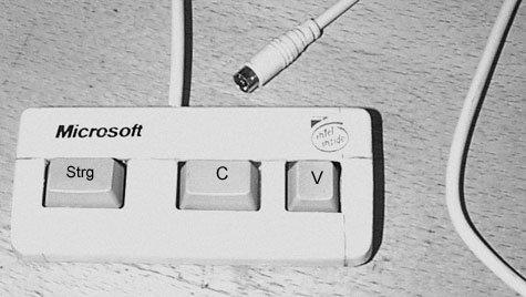 Eine Tastatur besteht nur aus den Tasten Strg, C und V für Copy & Paste.
