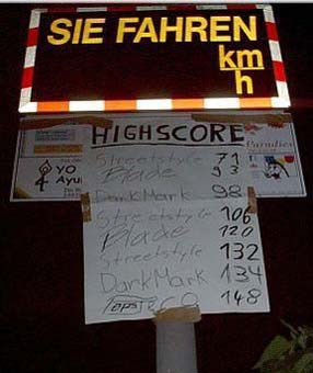 Ein Wettbewerb mit Highscore, wer bei einer Geschwindigkeitsmessung am schnellsten fährt.