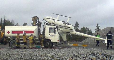 Ein Hubschrauber ist auf einem Laster abgestürzt.