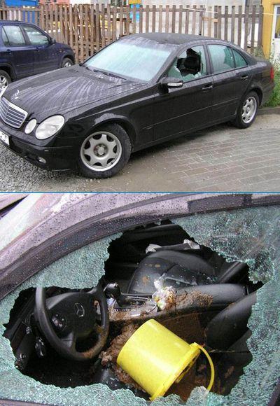 Die Fensterscheibe eines Mercedes ist zerstört und ein Eimer mit Kot ist auf die Ledersitze gekippt worden.