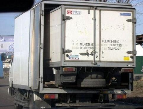 Ein LKW in einem LKW.