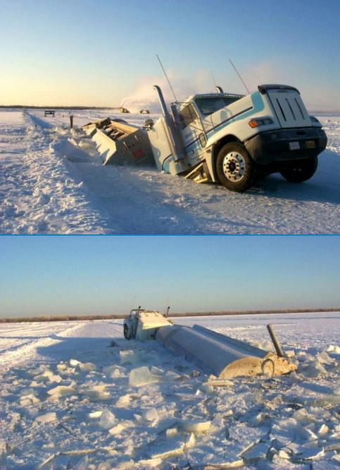 Ein LKW ist im Eis eingebrochen.