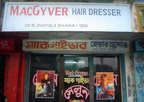 """Ein Frisör im Ausland nennt sich """"MacGyver Hair Dresser""""."""