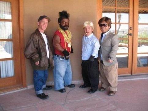 Vier Kleinwüchsige haben sich als das A-Team verkleidet.