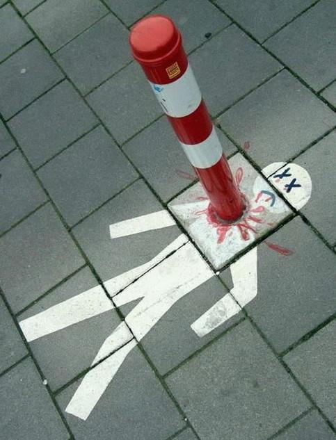 Unter einem Pfosten ist ein Mensch gemalt, der gepfählt wurde.