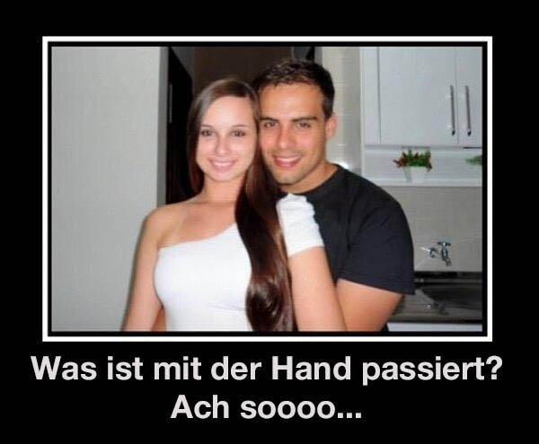 Auf einem Foto sind ein Mann und eine Frau zu sehen. Es sieht dabei so aus, als hätte er keine Hand. Dabei ist es ihre Schulter, die man für seine Hand hält.