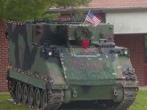 """Ein Panzer mit der Aufschrift """"Merry Christmas"""""""