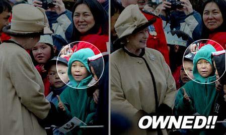 Die Queen schüttelt einem Jungen nicht die Hand, dieser schaut daraufhin sehr traurig aus...