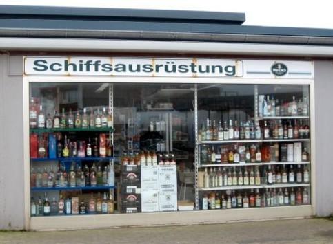 Ein Geschäft für Schiffausrüstung verkauft nur Alkohol.