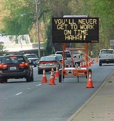 "Ein Stau-Schild: ""You'll never get to work on time HAHA!!"""