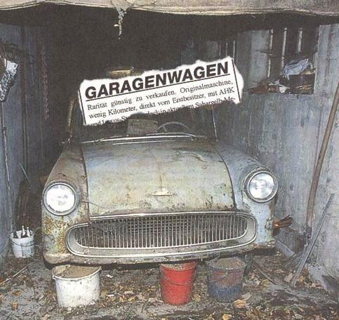"""Eine Zeitungsanzeige für einen """"Garagenwagen"""", der allerdings nur Schrott ist."""