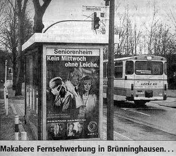 """Werbung an der Bushaltestelle """"Seniorenheim"""": """"Kein Mittwoch ohne Leiche""""."""