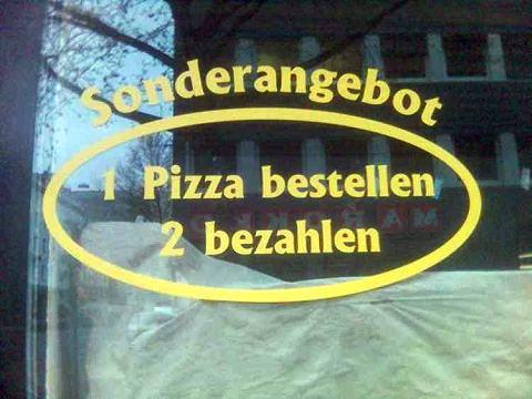 """Ein tolles Sonderangebot einer Pizzeria: """"1 Pizza bestellen, 2 bezahlen."""""""