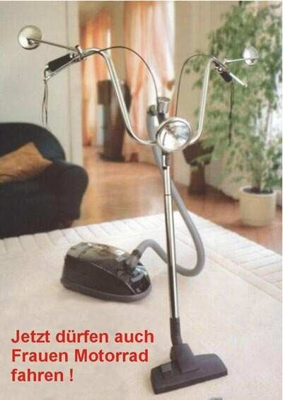 """Ein Staubsauger mit einem Fahrrad-Lenker: """"Jetzt dürfen auch Frauen Motorrad fahren!"""""""