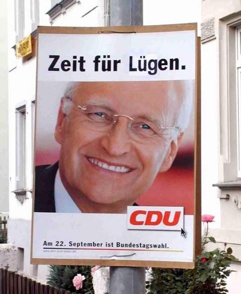 """Ein Wahlplakat der CDU für Edmund Stoiber, auf dem geschrieben steht: """"Zeit für Lügen""""."""