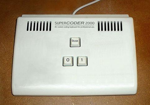 """Eine Tastatur namens """"Supercoder 2000"""", die nur aus den Tasten """"0"""", """"1"""" und """"Done"""" besteht."""