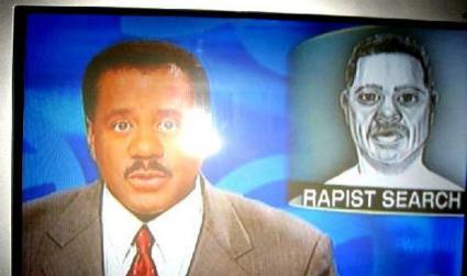 Ein Verbrecher wird im Fernsehen gesucht, dessen Phantombild dem Sprecher sehr ähnlich sieht.