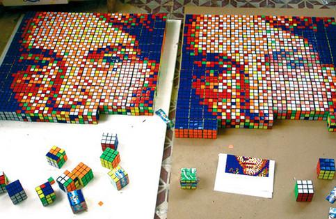 Ein Mosaik aus Zauberwürfeln.